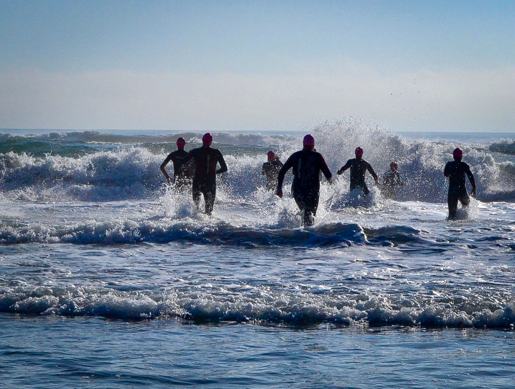 Big wave swim race